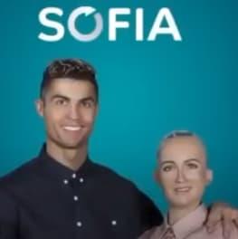 ronaldo y sophia robot